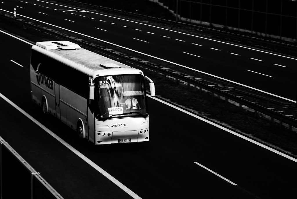 bus-887362_1920
