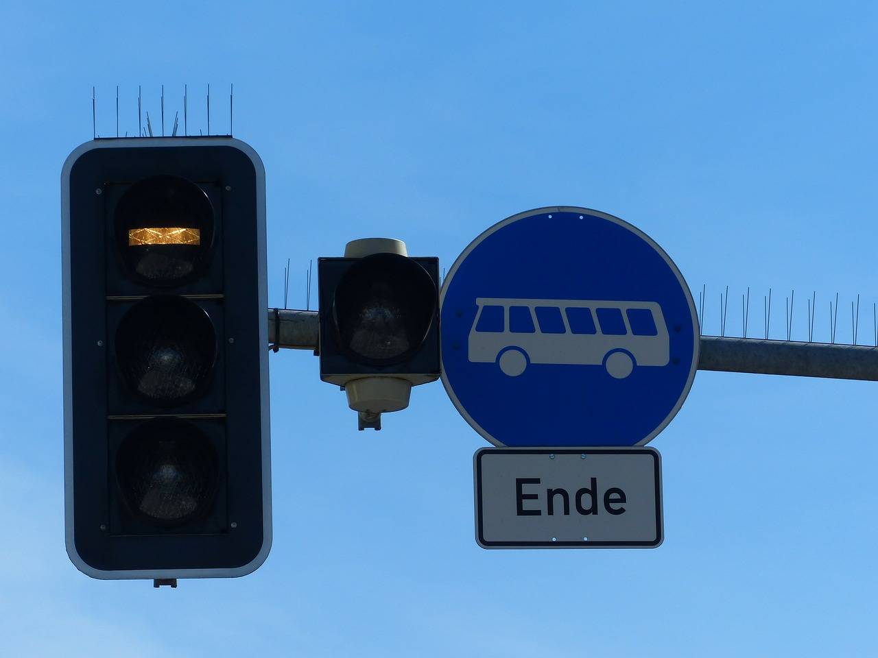 traffic-lights-99908_1280